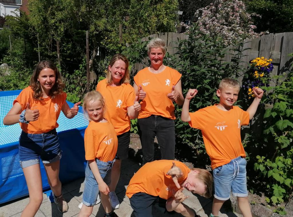 Bestel nu nog jouw oranje shirt of hoody met VFC logo